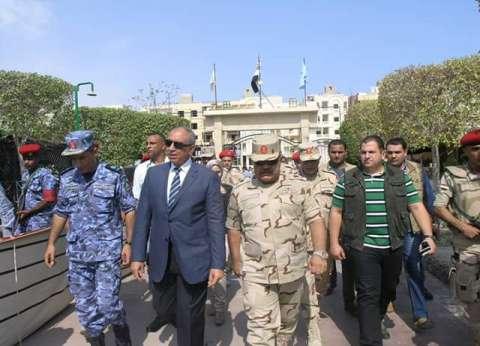 بالصور| رئيس هيئة تدريب القوات المسلحة يتفقد اللجان الانتخابية في سفاجا