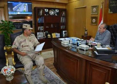 محافظ دمياط يناقش مع المستشار العسكري الآليات الخاصة بمواجهة الأزمات