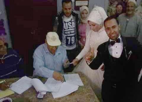 """""""حب في اللجنة"""".. عروسان يصوتان بالاستفتاء في المنوفية: """"الفرحة فرحتين"""""""