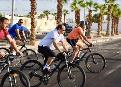 """""""الرئيس الرياضي"""".. 6 مناسبات ظهر فيها السيسي على متن دراجة"""
