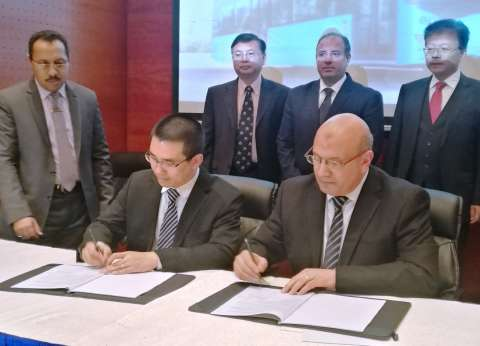 """الإسكندرية توقع مع """"BYD"""" عقد توريد 15 أتوبيس نقل عام كهربائي"""