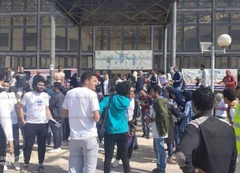 بالصور| طلاب جامعة قناة السويس يشاركون في الاستفتاء