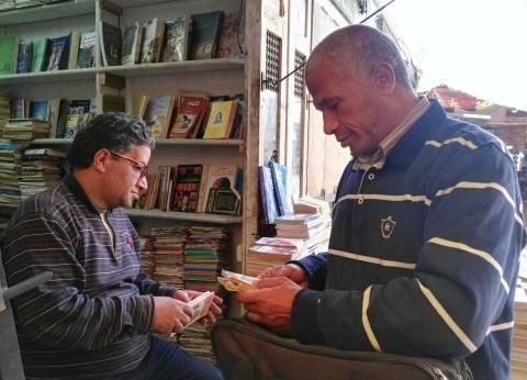 زوار جدد لسور الأزبكية يبحثون عن «أحمد خالد توفيق».. لكن بعد الوفاة
