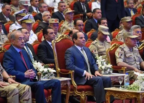 """برلماني يسلم قصيدة لـ""""وزير الداخلية"""" لتسليمها لـ""""السيسي"""""""