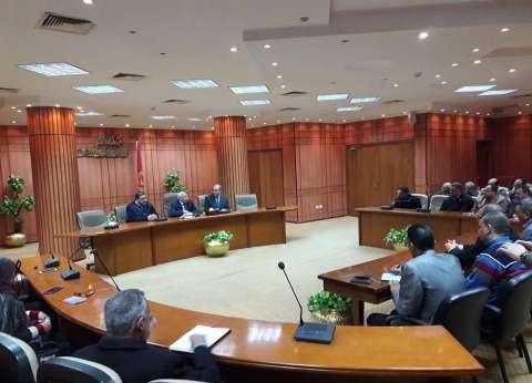 محافظ بورسعيد يشدد على ضرورة انتظام العملية التعليمية بالمدارس