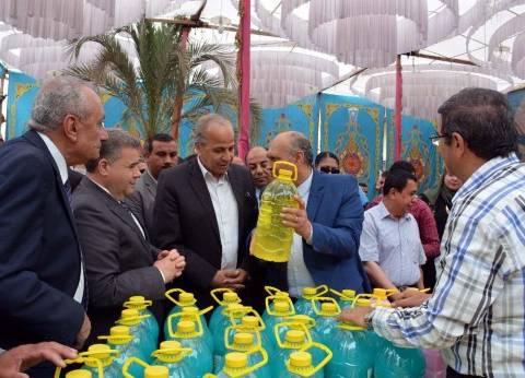 بالصور| محافظ القليوبية ورئيس جامعة بنها يفتتحان معرضا لبيع السلع بأسعار مخفضة