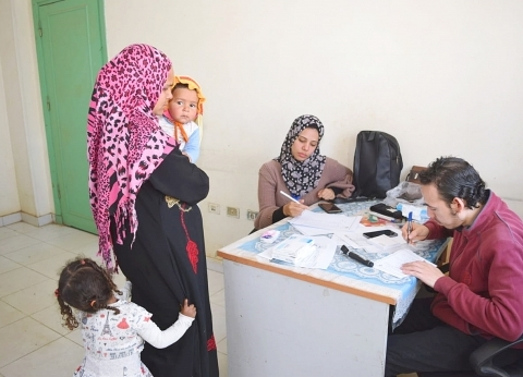 جامعة سوهاج تطلق قافلة طبية لقرية الشيخ مكرم ضمن مبادرة «حياه كريمة»