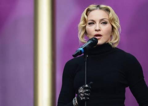 """مادونا تغنى """"لافي أون روز"""" في حفل بالسويد تضامنا مع ضحايا فرنسا"""