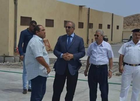 محافظ البحر الأحمر يتفقد أعمال صيانة أعمدة الإنارة بميدان المحمدي