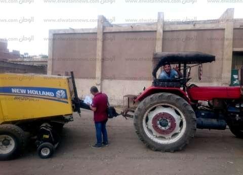 بالصور| تسليم 73 معدة وفتح 29 موقعا لجمع قش الأرز بكفر الشيخ