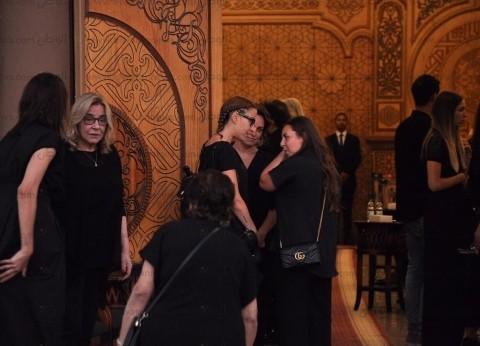 مصطفى فهمي وزوجته يعزيان في وفاة عزت أبو عوف