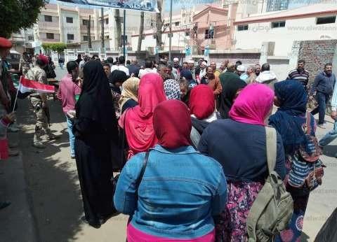 المرأة بطل مشهد ثاني أيام الاستفتاء الدستوري في البحيرة