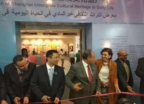 """محافظ الإسكندرية والوفد الصيني يفتتحون معرض """"شنغهاي"""" بالطريقة الصينية"""