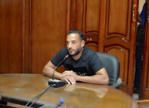 محافظ السويس: علاج على نفقة الدولة وتعويضات عن أراضي لمواطنين