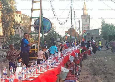 """""""يلا نرجع لمتنا"""".. الآلاف يشاركون في إفطار جماعي بقرية محلة أبوعلي"""