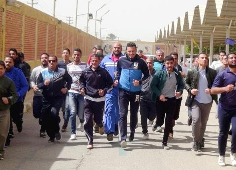 """""""هندسة المنيا"""" تطلق يومها الرياضي بالوقوف حداد على ضحايا محطة مصر"""