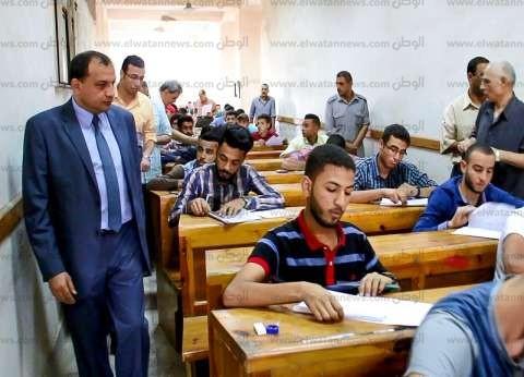 رئيس جامعة بني سويف يتفقد الامتحانات بكليات الحقوق والتجارة والإعلام