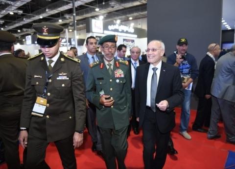 """العصار ورئيس الأركان الإماراتي يتفقدان جناح """"الإنتاج الحربي"""" بـ""""EDEX"""""""