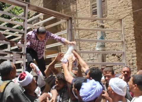 """""""أوقاف أسيوط"""" تواصل حملة توزيع الشنط الرمضانية بقرى المحافظة"""