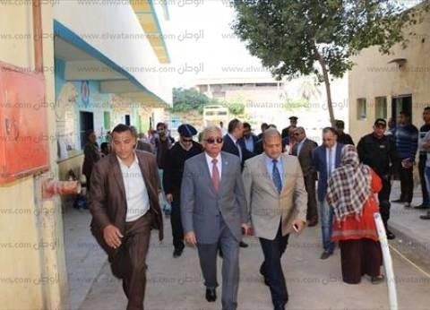 محافظ السويس ومدير الأمن يتفقدان عددا من اللجان لمتابعة العملية الانتخابية