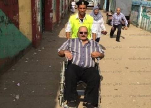 رجال الصحة والمتطوعون ينقلون ذوي الاحتياجات إلى لجان الاقتراع بشمال سيناء