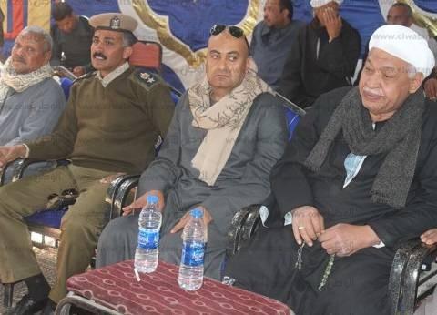 بالصور|  مدير أمن قنا والسكرتير العام يشهدان جلسة صلح بين عائلتين في دشنا