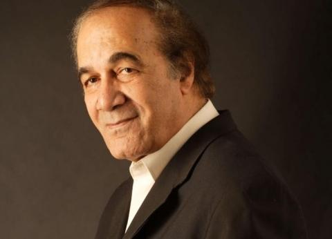 """الوجه الكوميدي لـ""""محمود ياسين"""": إزاي تخلي الجماهير """"تسخسخ""""؟"""