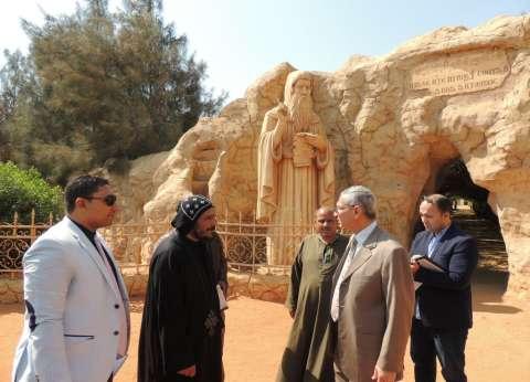 مدير أمن المنيا يتفقد مناطق أثرية وكمائن حدودية وأديرة وكنائس