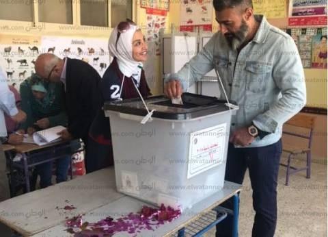 ياسر جلال وحنان ترك يدليان بصوتهما في الانتخابات الرئاسية بـ6 أكتوبر