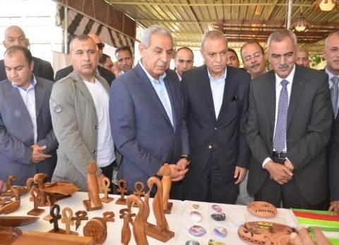 وزير الصناعة ومحافظ قنا يفتتحان معرض الحرف اليدوية