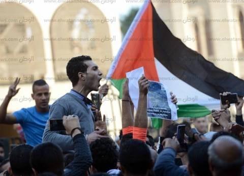 عاجل| قوات الاحتلال تعتدي على المتظاهرين قرب بوابات الأقصى
