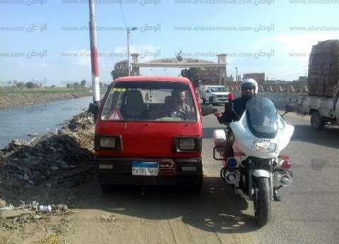 محافظ الشرقية: يسحب رخص 5 سيارات لسيرها عكس الاتجاه بالزقازيق