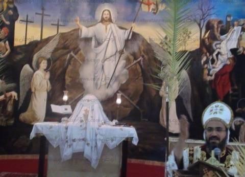 راعي كنيسة موسي النبي في طور سيناء يترأس قداس عيد القيامة
