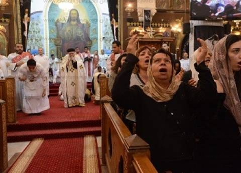 """استمرار توافد المشاركين بقداس """"القيامة"""" وسط تشديدات أمنية بالكاتدرائية"""