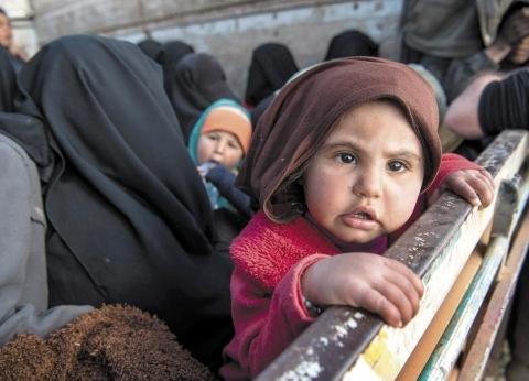 حكومة أردوغان ترحل اللاجئين لمناطق المعارك في سوريا