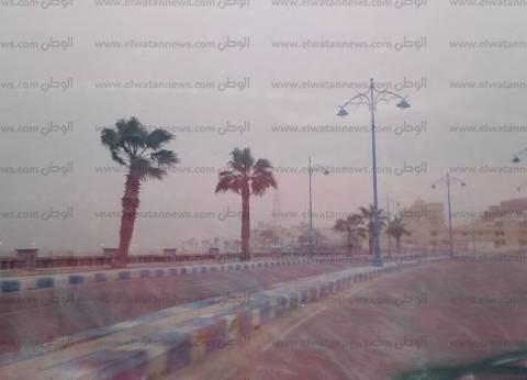 عواصف ترابية تحجب الرؤية وتحجز المواطنين بمنازلهم في مطروح