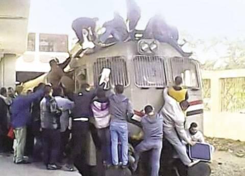 شاب يفقد ساقيه وذراعه اليمنى في حادث قطار بكفر الشيخ