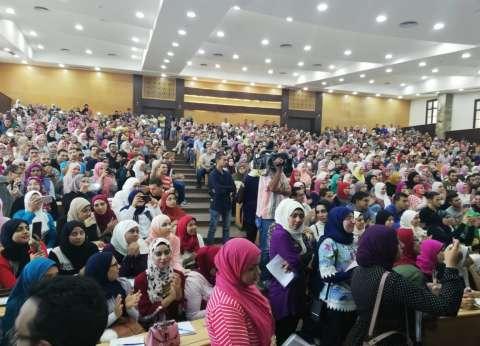 رئيس جامعة عين شمس يتفقد كلية التجارة في أول أيام العام الدراسي