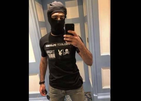 """سعر """"تي شيرت"""" محمد صلاح الذي يحمل شعار """"مجلة إباحية"""""""