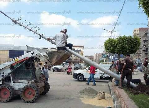 سقوط أحد أعمدة الإنارة بشارع رئيسي في المنصورة