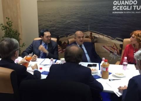 """وزير السياحة يقدم العزاء لأسرة """"ريجيني"""" في معرض """"ريميني"""" الإيطالي"""