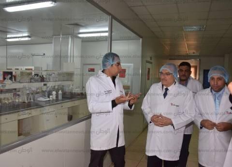 محافظ بني سويف يزور مصنع خميرة صيني يصدر إنتاجه لـ168 دولة