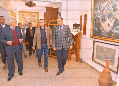 بالصور  نائب محافظ أسيوط يفتتح فعاليات المعرض الفني للحرف التراثية