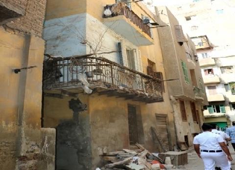 شارع «المنزل المُنهار بشبرا».. البيوت أكلتها الرطوبة.. و«الأهالى»: صادر له إزالة