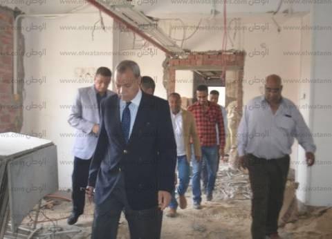 محافظ قنا يقدم واجب العزاء لأسر المتوفين في حادث انقلاب سيارة ميكروباص