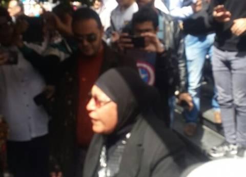 """سامية زين العابدين تصرخ: """"ما تنتخبوش قلاش ولا البلشي.. دعموا قتلة زوجي"""""""
