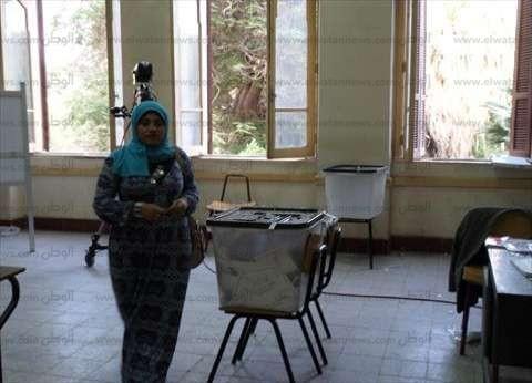 بالصور| إقبال ملحوظ من الشباب بسوهاج على اللجان قبل غلقها بساعات