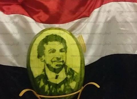 احتفالا بالتأهل للمونديال.. شيف ينحت وجه محمد صلاح على بطيخة