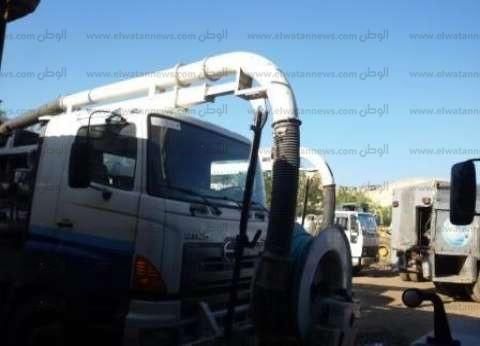 10 سيارات لشفط مياه الأمطار من شوارع المحلة