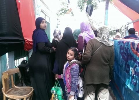 بالصور| السيدات يتصدرن مشهد الاستفتاء في السيدة زينب